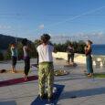 Yoga mit Blick aufs Meer